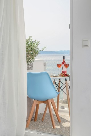 naxos-top-floor-suite-13