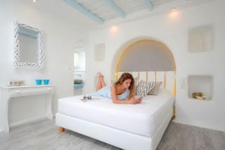 naxos-top-floor-suite-sea-v