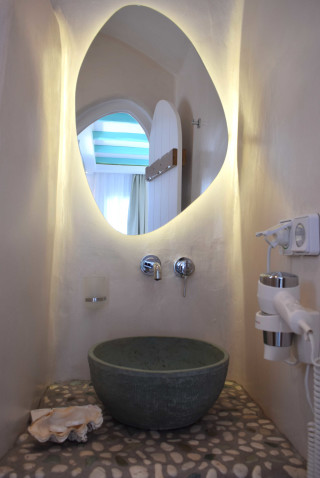 suite 2 with sea views naxian breeze bathroom area