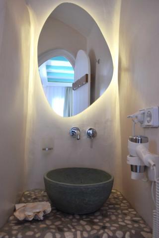 suite 2 with sea views naxian breeze bathroom area